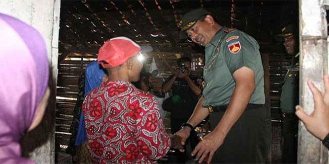 Pangdam IV/Diponegoro Kunjungi Warga Yang rumahnya Akan Direhab