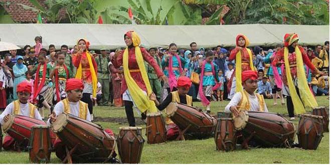 """Rampak Kendang """"NGESTI BUDAYA"""" Pukau Gubernur Jateng dan Pangdam IV/Diponeroro"""