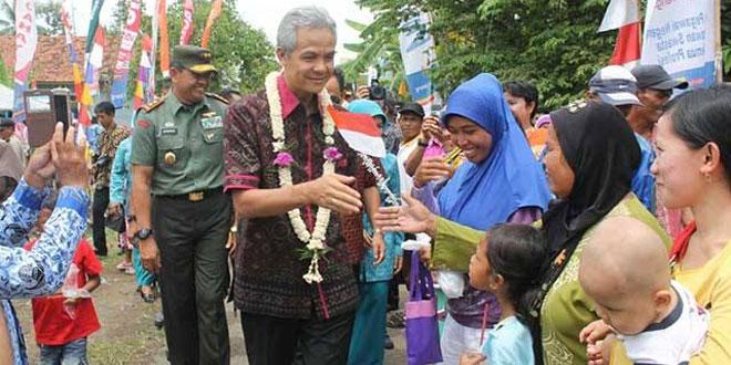 Pangdam Diponegoro dan Gubernur Ganjar Disambut Meriah Saat Buka TMMD Kodim Cilacap