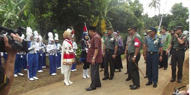 Drumband Kawal kedatangan Danrem 073/Mkt, Bupati serta rombongan Forkopinda