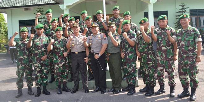 Dandim 0714/Salatiga Beserta Jajaran Mewnerima Kunjungan Kapolda Jawa Tengah Dan Rombongan Di Kodim 0714/Salatiga