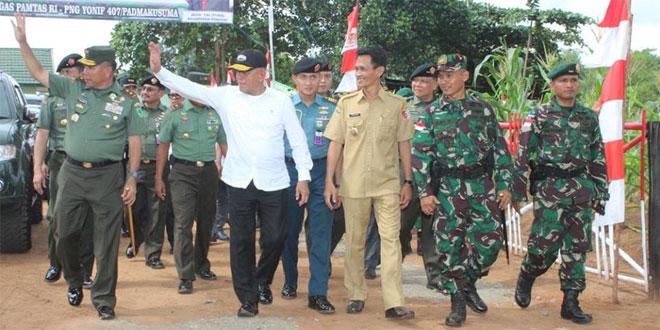 Menteri Pertahanan RI Kunjungi Satgas Pamtas RI-PNG  Yonif 407/Padmakusuma