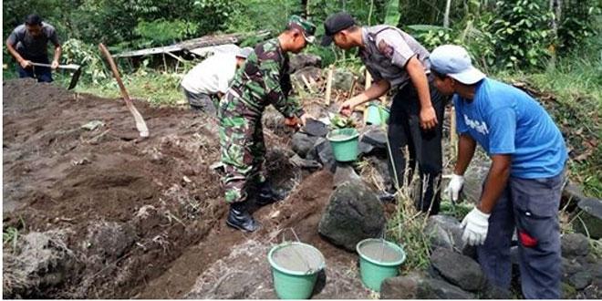 Babinsa Dan Bhabinkamtibmas Kepuharjo Cangkringan Dampingi Program RTLH