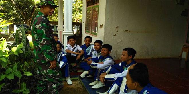 Perkenalkan TNI Pada Anak-anak MTS
