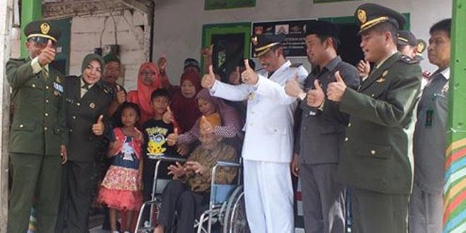 Kodim Rembang Bedah Rumah Veteran Dalam Rangka HUT TNI Ke-71