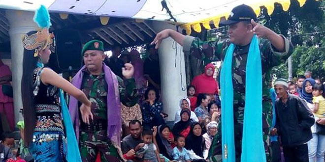 Upacara HUT TNI Ke 71 Dimeriahkan Kesenian Tradisional