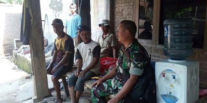 Babinsa Bayurejo Jalin Komsos Dengan Warga Dusun Nglengis