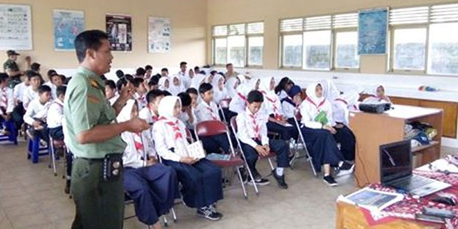 Danramil 09/Prambanan Berikan Wasbang Siswa Siswi SMP N 2 Prambanan