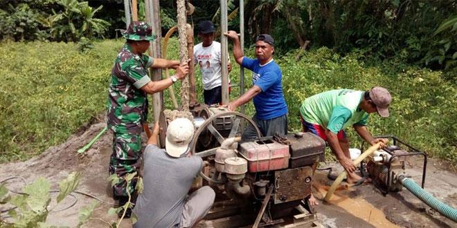 Babinsa Wedomartani Bantu Petani Pembuatan Sumur Tersier
