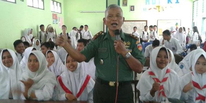 Dalam Rangka HUT TNI Ke 71 Danramil 17 Gamping Memberikan Penyuluhan kepada Masyarakat