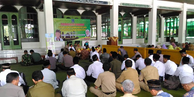 Anggota Kodim 0732/Sleman Hadiri Pembinaan Rohani di Masjid Agung