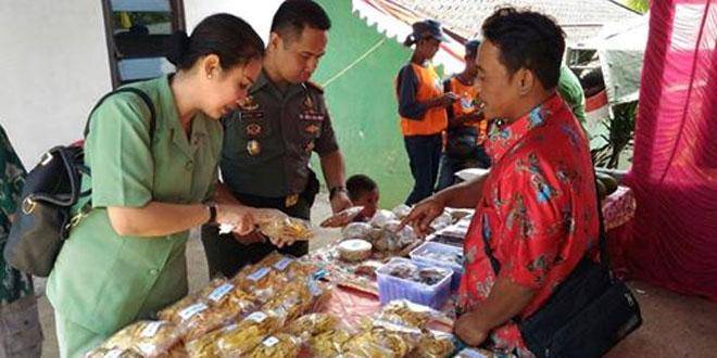 Dandim 0728/Wonogiri dan Ibu Ketua Persit KCK Cab XLIX Meninjau Bazar, Pengobatan Gratis dan Pelayanan KB