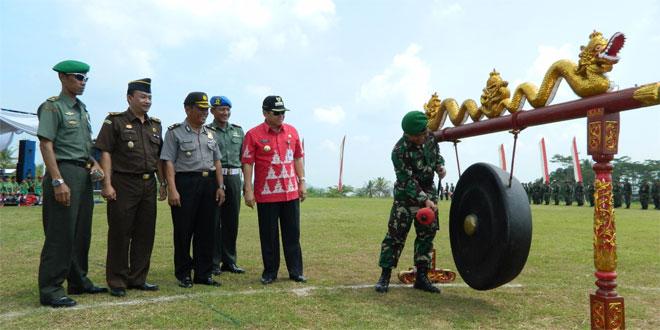 Komandan Kodim 0714/Salatiga Menutup TMMD Sengkuyung Tahap II Tahun 2016 di Kec. Bawen Kab. Semarang