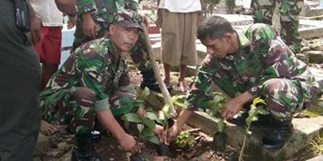Gerakan Penanaman Pohon di Makam Kel. Pabuwaran
