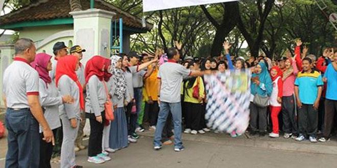 Peringati Hari Sumpah Pemuda Ke-88 Dandim 0725/Sragen Turut Jalan Sehat Sejauh 3,5 Km