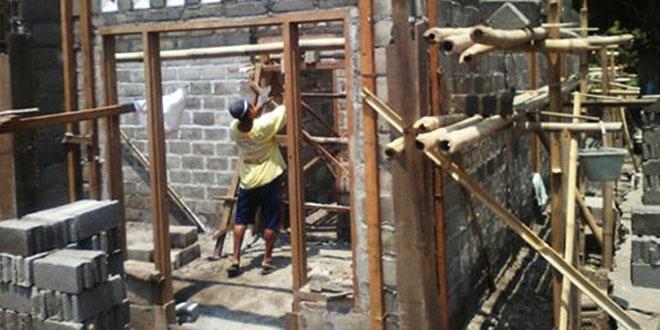 Babinsa Umbulmartani Galang Kemanunggalan Dengan Rakyat Melalui Program RTLH