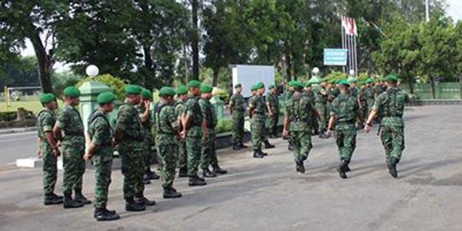 Prajurit dan PNS Kodim 0731/Kulonprogo Melaksanakan Latihan PBB
