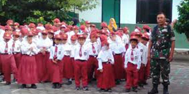 Babinsa Purwokinanti Koramil05/Pakualaman Kunjungi SD Negeri Surengjutiran