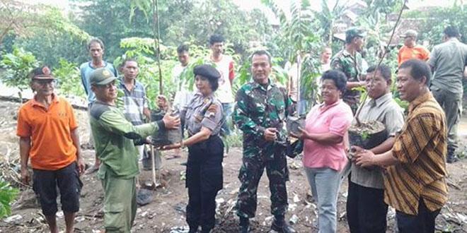 Koramil 02/Banjarsari Bersama Warga Lakukan Penghijauan di Bantaran Sungai