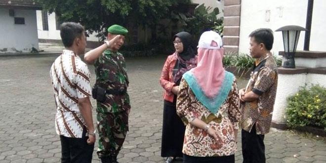Pelatihan PBB kepada Bappeda dan Inspektorat Pemkot Surakarta oleh Babinsa Koramil 05/Pasar Kliwon