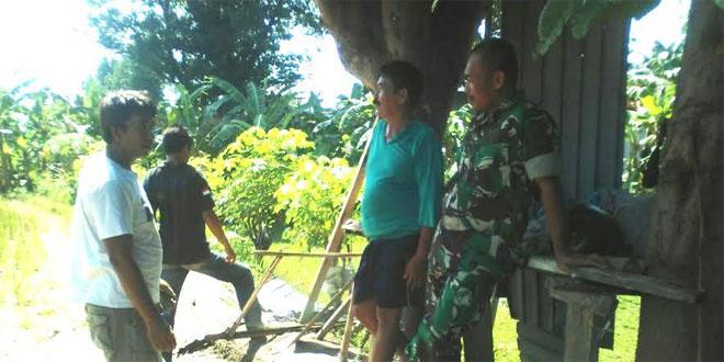 Bati Bakti TNI Koramil 09/Mantrijeron Melaksanakan Komsos dengan Para Petani