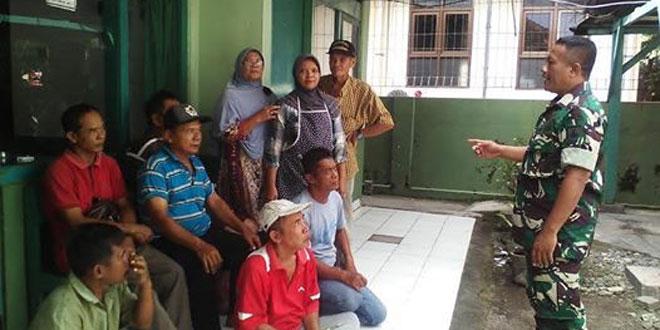 Babinsa Koramil 08/Kotagede Melaksanakan Komsos dengan Pedagang