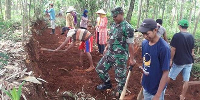 Koramil 14/Gunungwungkal, Karya Bhakti Membuat Jalan Untuk Sarana Kelancaran Transportasi Pertanian