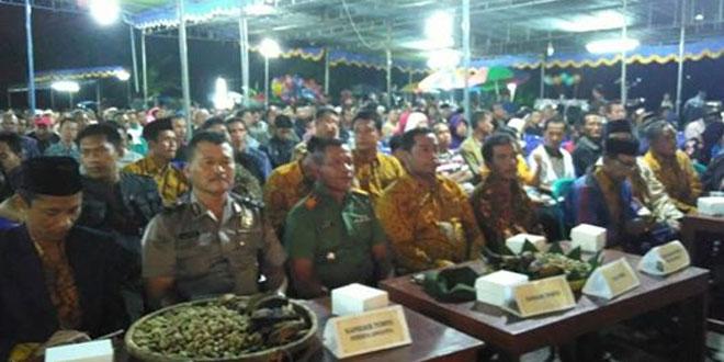 Danramil 04/Tempel dan Muspika Nonton Bareng Wayang Kulit
