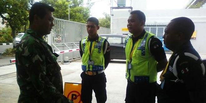 Silaturahmi dengan Satuan Pengamanan Kantor DHL oleh Babinsa Laweyan
