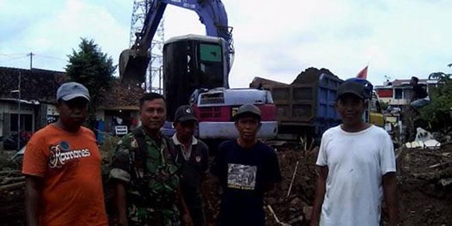 Babinsa Koramil 05/Pakualaman Melaksanakan Komonikasi Sosial dengan Warga
