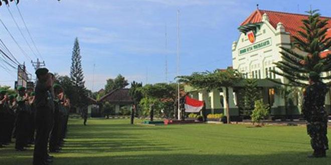 Prajurit dan PNS Kodim 0734/Yogyakarta Melaksanakan Upacara Bendera Setiap Hari Senin