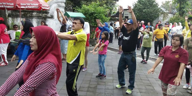 Anggota Koramil 11/Kraton Senam Pagi Bersama Warga dan Muspika