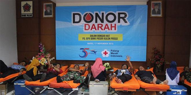 Prajurit Kodim 0731/Kulon Progo Ikuti Donor Darah HUT Bank Pasar