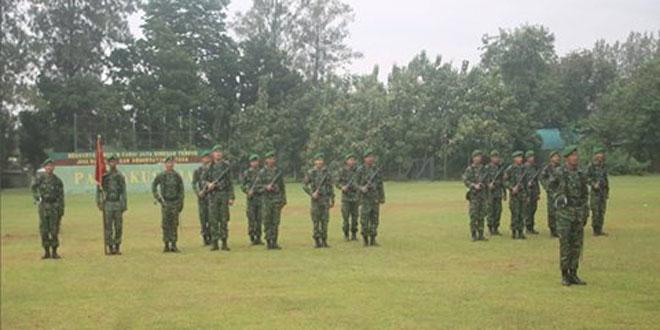Anggota Korum Yonif 407/PK Melaksanakan Upacara Bendera Hari Senin