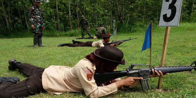 Kodim 0701/Banyumas Latih Anggota Saka Wira Kartika Menembak
