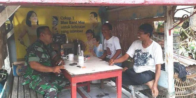 Babinsa Wirogunan Komsos dengan Budayawan Nyutro Budoyo