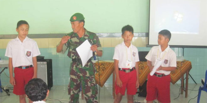 Babinsa Koramil 07/Susukan Memberikan Materi Wawasan Kebangsaan di SDN Kaliwungu
