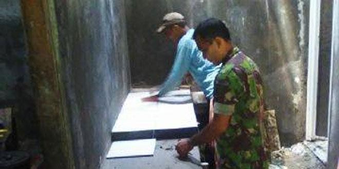 Koramil 05/Jakenan dan Komunitas Peduli Pati Melanjutkan Karya Bakti Membantu Warga Membuat Dapur dan Jambanisasi