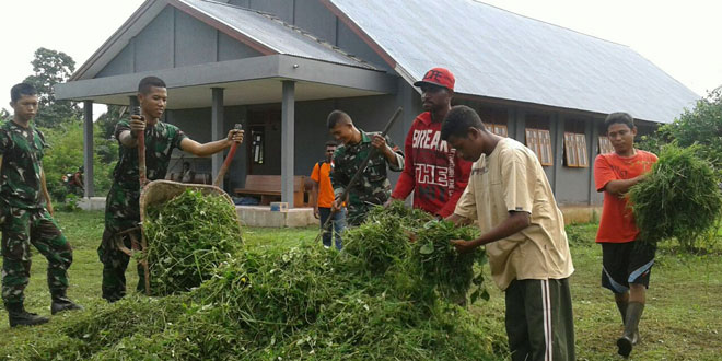 Warga Masyarakat Perbatasan RI-PNG Bersama Satgas Sambut Tahun Baru 2017