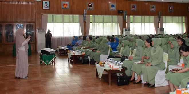 Persit PD IV/Diponegoro Gelar Seminar Parenting