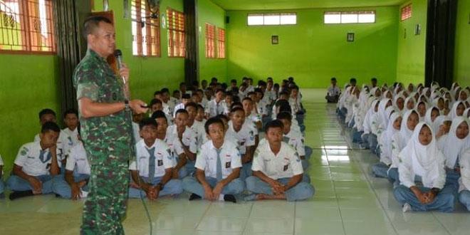 Dandim 0713/Brebes Narasumber Pembekalan Wawasan Kebangsaan dan Dasar Kepemimpinan kepada Siswa/Siswi SMK Maarif NU 03 Larangan