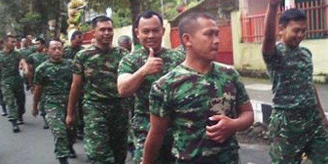 Babinsa Koramil 03/Parakan Melaksanakan Minggu Militer Gerak Jalan