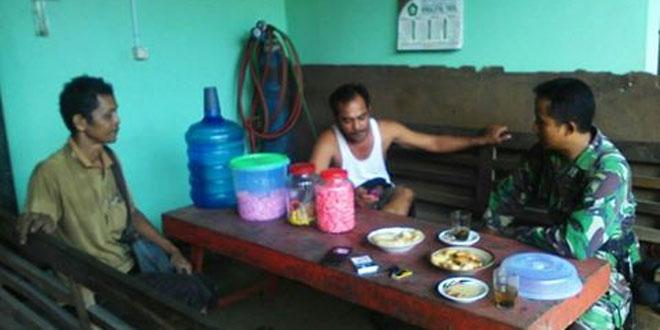 Babinsa Koramil 05 Nusawungu Anjangsana ke Desa Binaannya