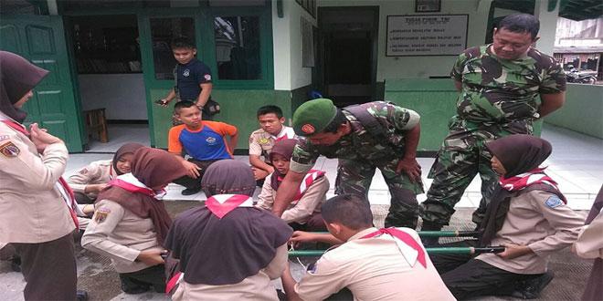 Saka Wira Kartika Koramil 15/Karangpucung Berlatih Pioneering