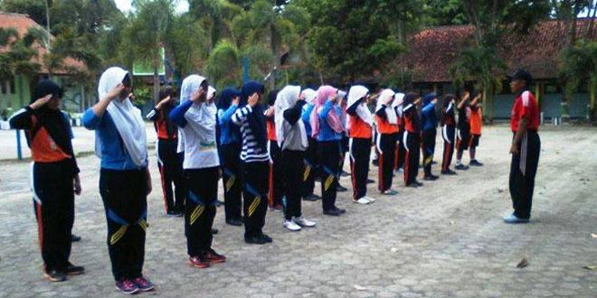 Babinsa Koramil Tunjungan Latih PBB Siswa SMA N I Tunjungan