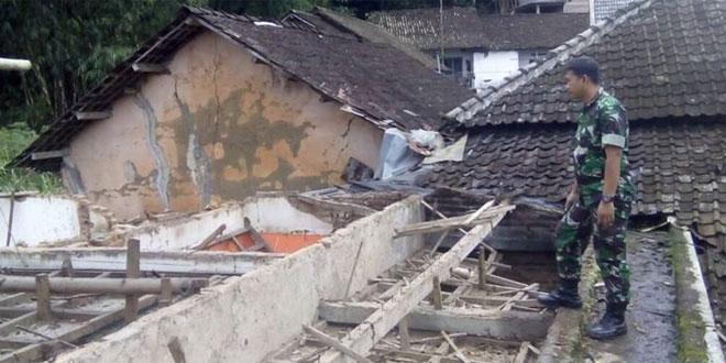 Babinsa Koramil 03/Parakan Tanggap Bencana Alam