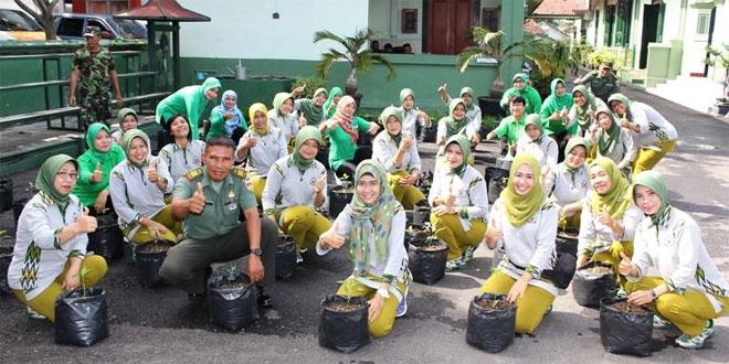 Ketua Persit KCK Cabang XLII Kodim 0721/Blora Ajak Anggota Tanam Cabai