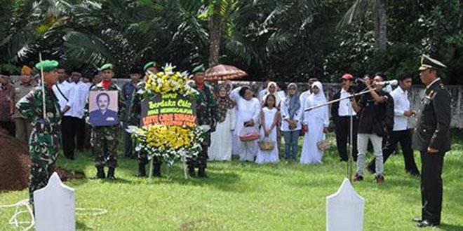 Pemakaman Lettu Chb Purnawirawan Chris Sunardi di TMP Sureng Yudha