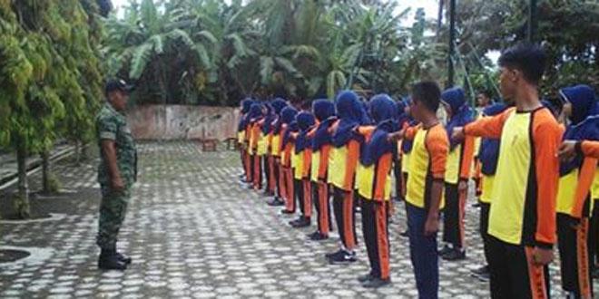 Babinsa Koramil 09/Kawunganten Tingkatkan Kedisiplinan Siswa Kelas IX MTS N Kawunganten
