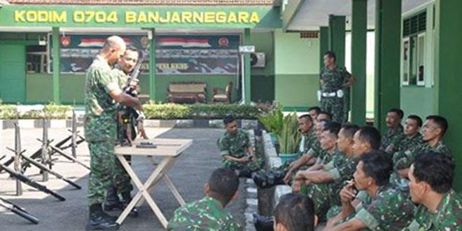 Minggu Militer Kodim 0704/Bna Melaksanakan Lari dan Pengetahuan Senjata FNS
